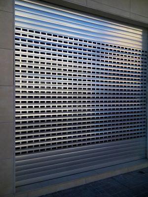 persiana metalica ciega - reparacion persianas metalicas para local barcelona valencia